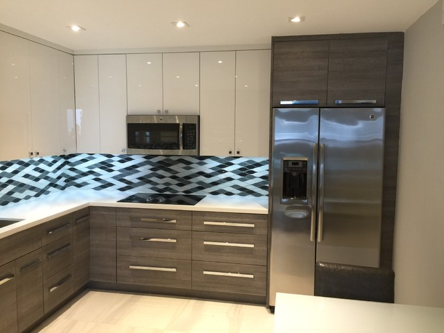 Acrylic and textured laminate kitchen - Contemporary ...