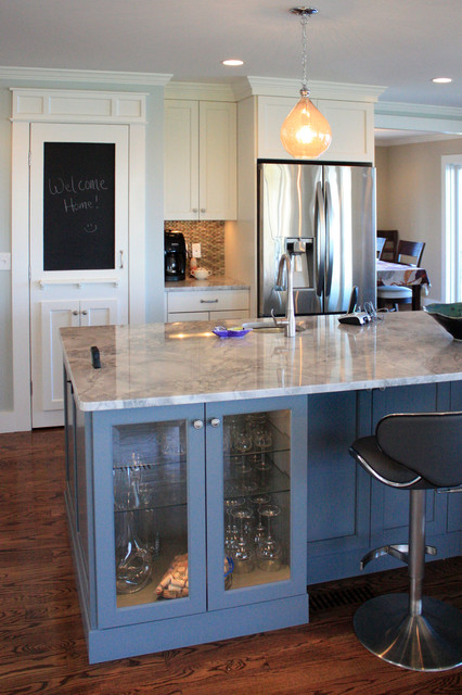 After - Kitchen island traditional-kitchen