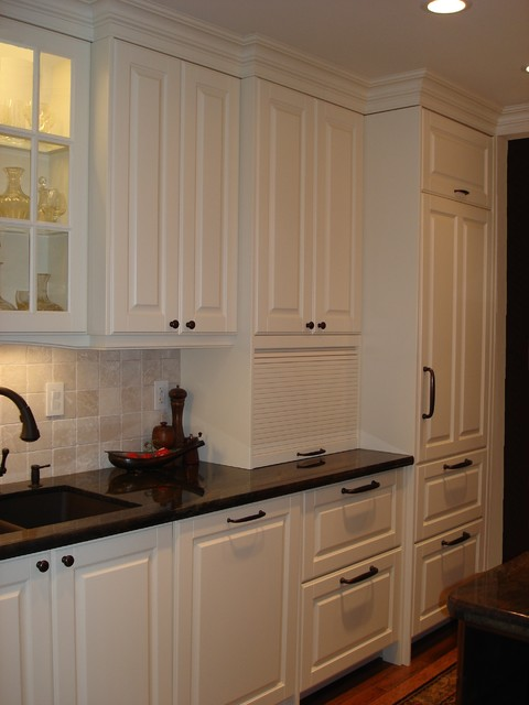 AFTER - Kitchen Reno traditional-kitchen