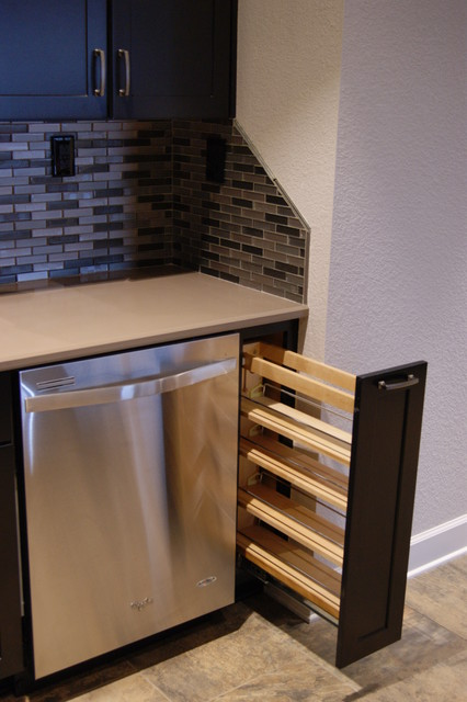 Airport Hanger kitchen - Contemporary - Kitchen - Little Rock - by Lowe's of Conway, Arkansas