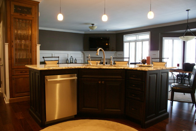 Alder Transitional kitchen traditional-kitchen