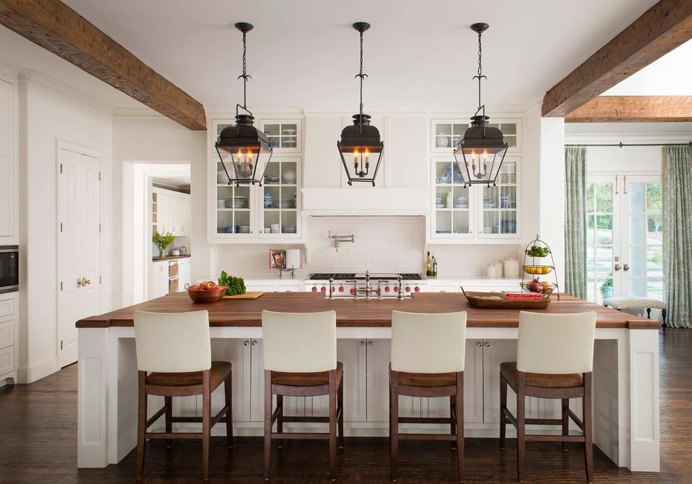 Example of a classic kitchen design in Dallas