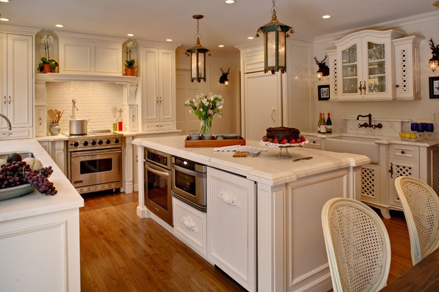 traditional kitchen by Alicia Shearer, ASID, CID