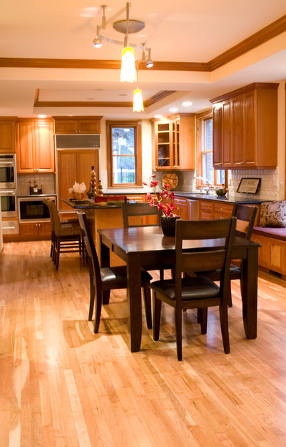 American Cherry Floors With Maple Border Traditional Kitchen