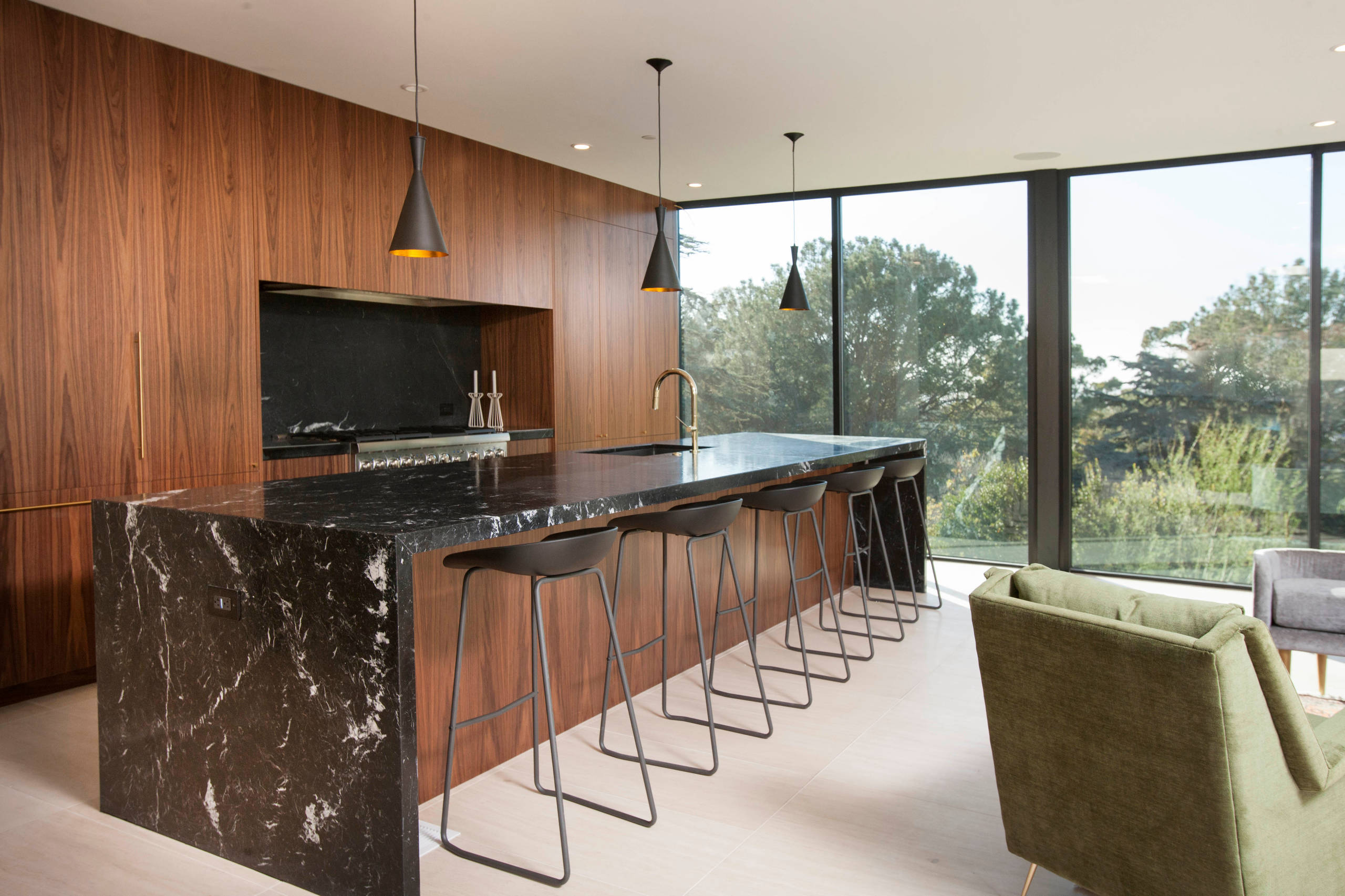 75 Beautiful Kitchen With Marble Backsplash And Black Countertops Pictures Ideas December 2020 Houzz