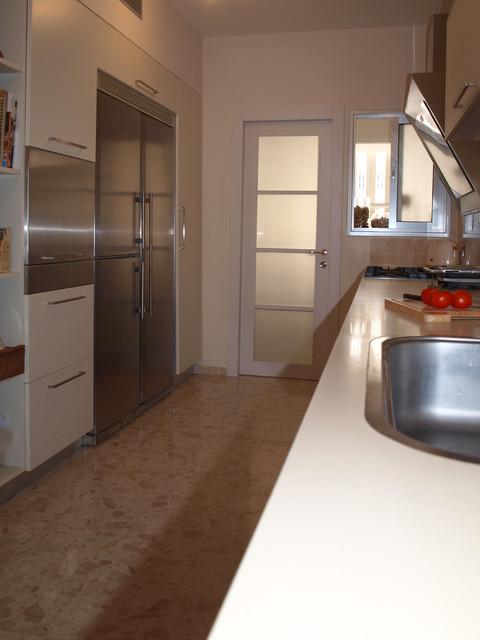 An apartment in Ramat Gan, Israel contemporary-kitchen