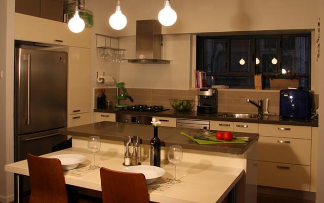 An apartment in Tel Aviv, Israel modern-kitchen
