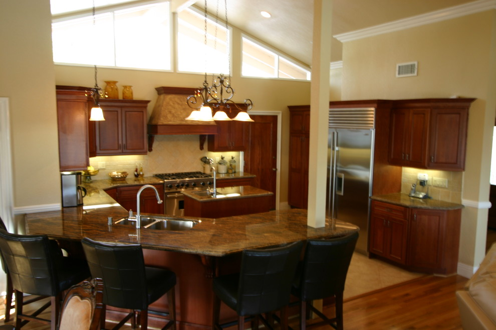 Transitional Kitchen Los Angeles