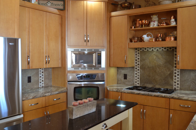 Enclosed kitchen - mid-sized transitional u-shaped enclosed kitchen idea in Other with an undermount sink, flat-panel cabinets, light wood cabinets, laminate countertops, multicolored backsplash, ceramic backsplash, stainless steel appliances and an island