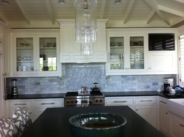 Anglo-Caribbean Residence traditional-kitchen