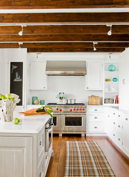 {Love this look!} Exposed Wood Ceiling Beams