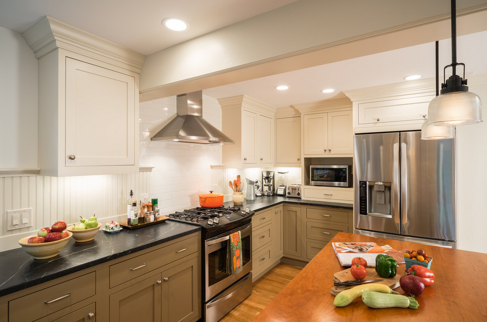 Inspiration for a country kitchen remodel in Boston