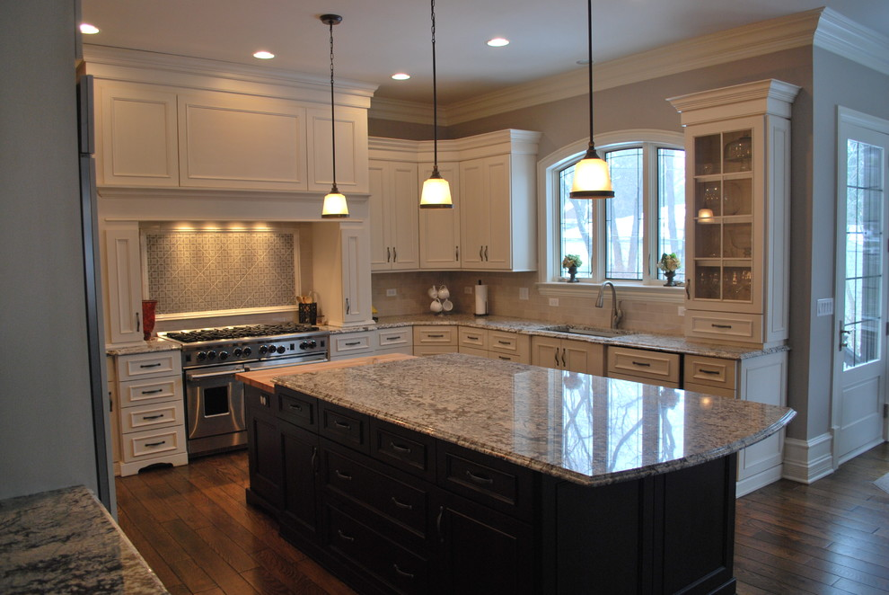 Antique White Cocoa Glaze Traditional Kitchen Chicago By Luxe Classic Kitchens Interiors Inc