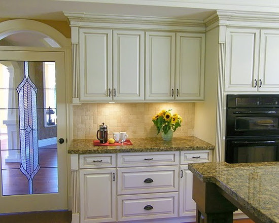 Kitchen Cabinets Kitchen Design Ideas, Remodels & Photos with Beige