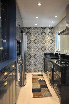 eclectic kitchen by elegueller arquitetos