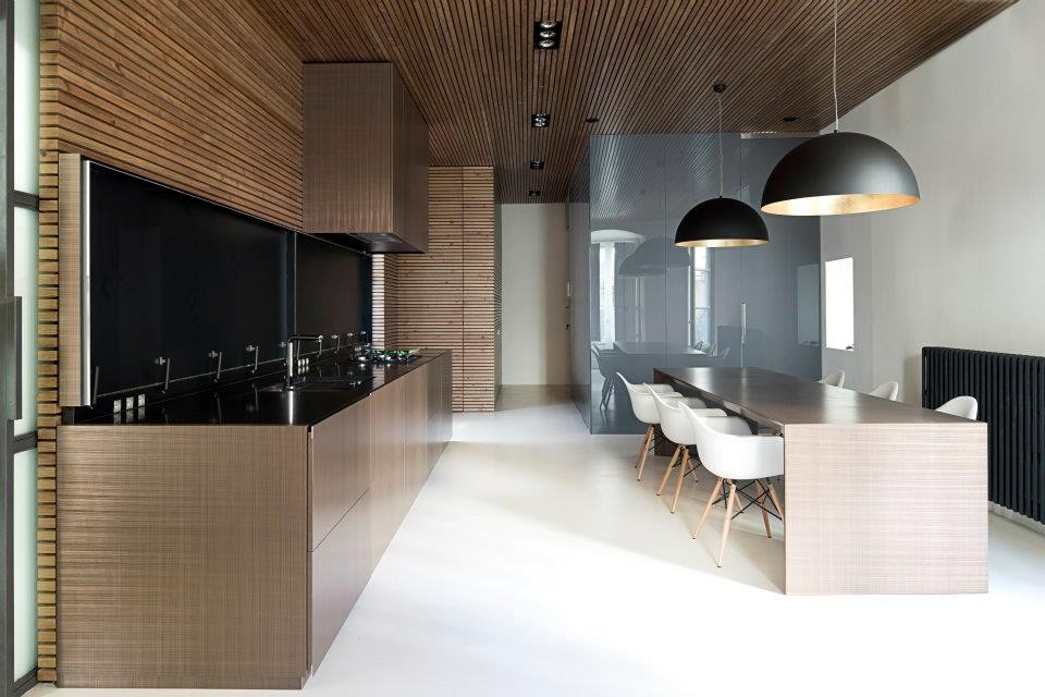 Example of a trendy kitchen design in Barcelona