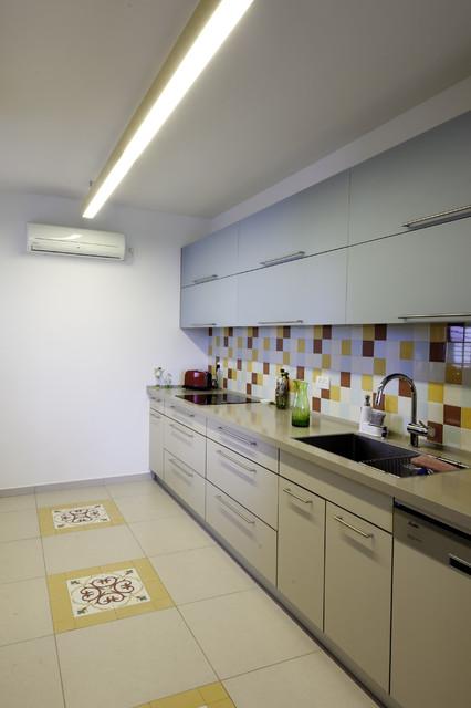 Apartment in Tel Aviv - Afeka | Photographer: Avishai Finkelstein modern-kitchen