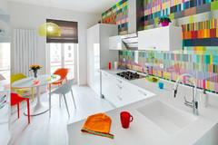 Inspiriert vom Regenbogen: Farbenfrohe Wohnideen zum CSD