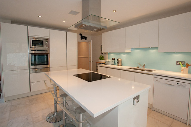 Aqua kitchen splashback contemporary kitchen london for Modern kitchen london