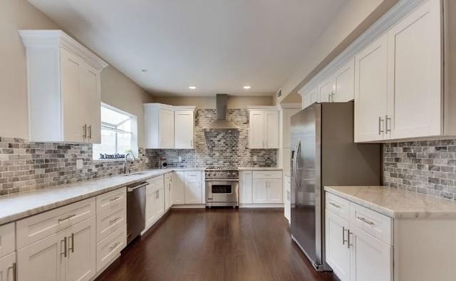 Arctic White Shaker Flip Door 10x10 Kitchen Cabinets Modern New York By Thertastore Com