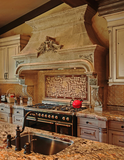 Argenteuil Kitchen Hood Traditional Kitchen Toronto By Tartaruga Desi