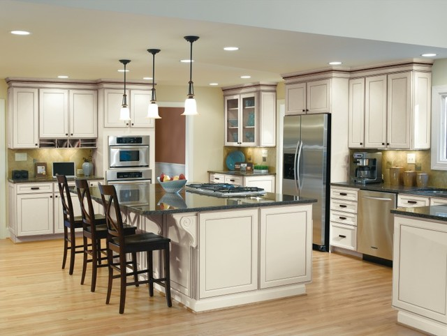 Aristokraft Cabinetry Traditional Kitchen With Cream Cabinets