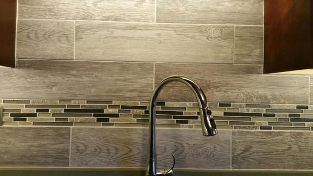 arlington heights backsplash with wood grain tile
