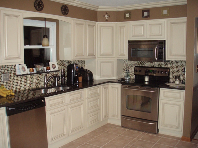 arlington white kitchen cabinets home design modern kitchen columbus by lily ann cabinets. Black Bedroom Furniture Sets. Home Design Ideas