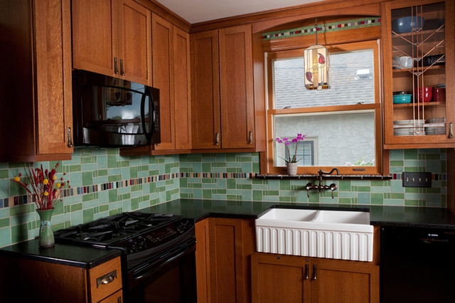 example of a small classic u shaped enclosed kitchen design in minneapolis with a farmhouse - Art Deco Kitchen