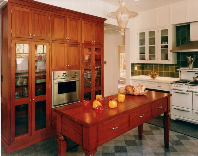 Arts crafts kitchen for Arts and craft kitchen cabinets