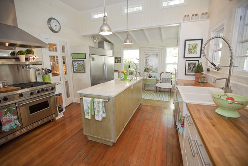 Is there anyway to figure out about how wide this kitchen is?I ...