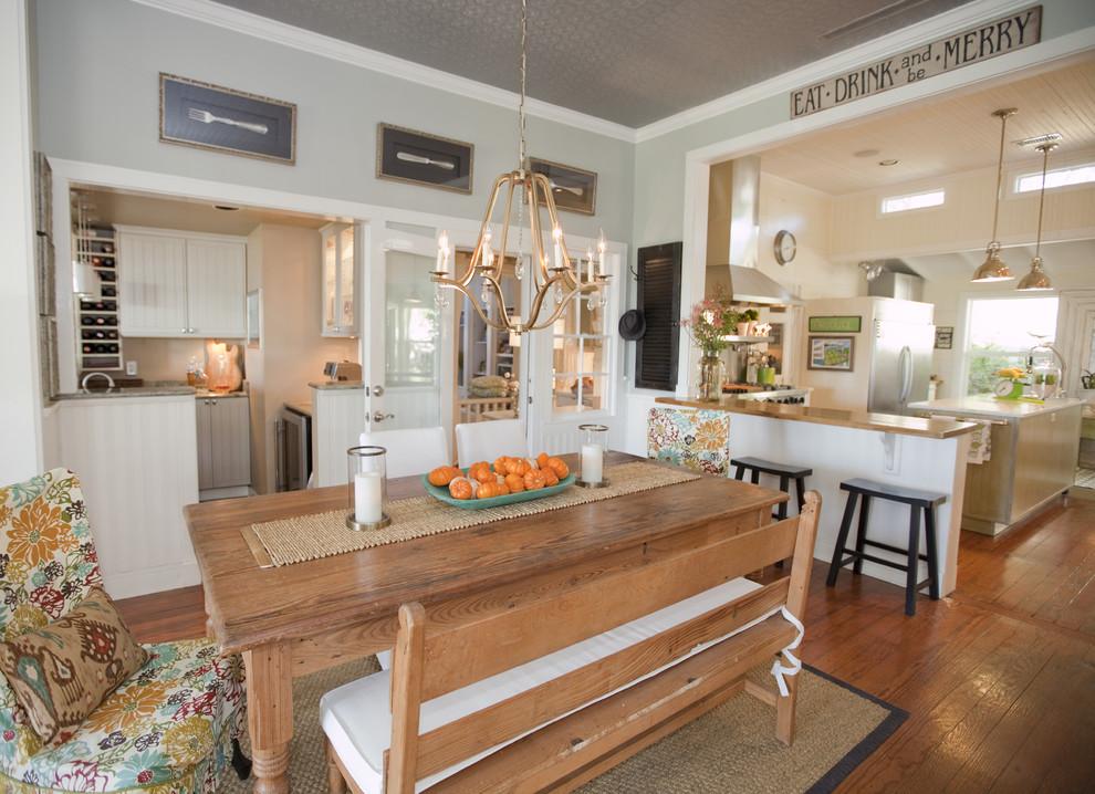 Farmhouse eat-in kitchen photo in Austin