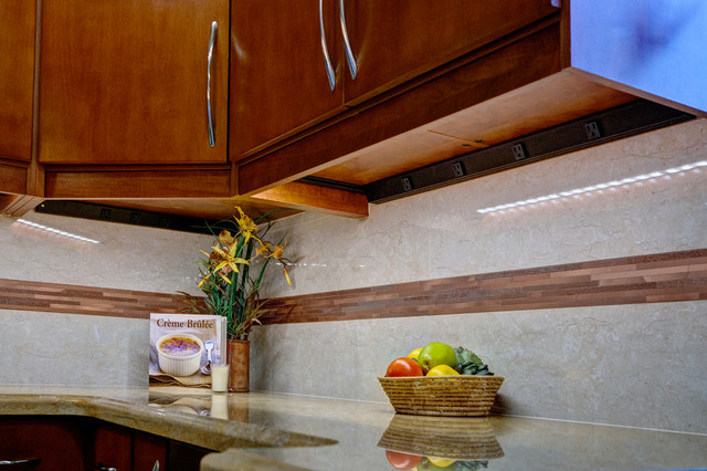 Autumn Wind - Transitional - Kitchen - las vegas - by Room Resolutions