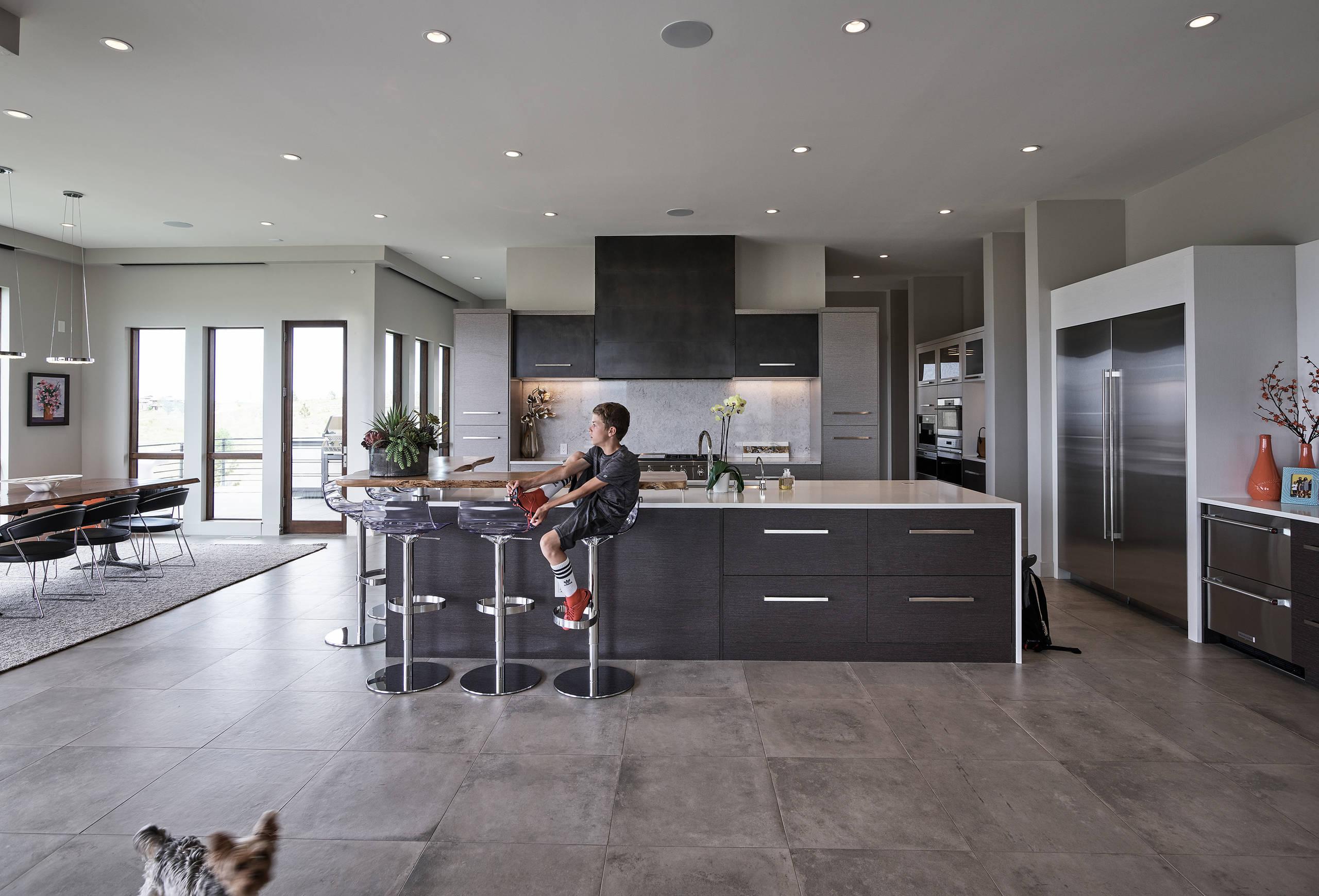 Credence Verre Ilot Central très grande cuisine moderne : photos et idées déco de cuisines