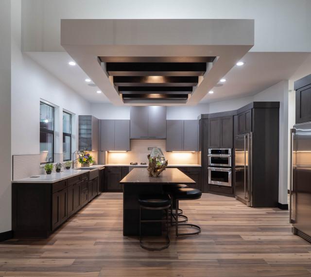 Award Winning indoor-outdoor Kitchen with Glass Garage ...