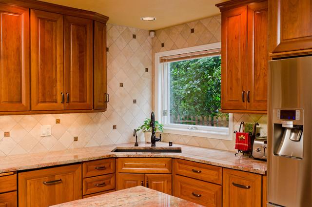 Backsplash traditional-kitchen