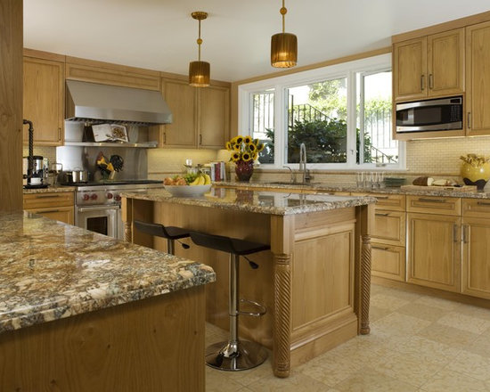Traditional Oak Kitchens Design Ideas, Pictures, Remodel and Decor