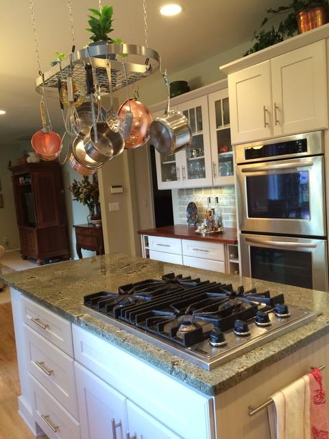 Bainbridge island battlepoint kitchen showplace cabinetry for Renew old kitchen cabinets
