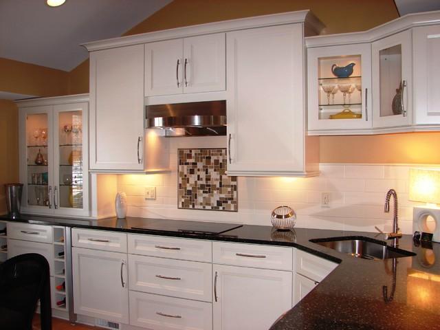 Bainbridge Kitchen Redo - Modern - Kitchen - Cleveland - by Lonny at K and B