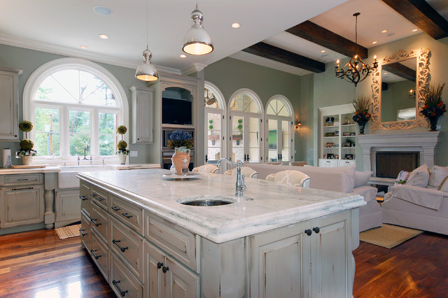 Traditional Open Concept Kitchen Idea In St Louis With A Farmhouse Sink