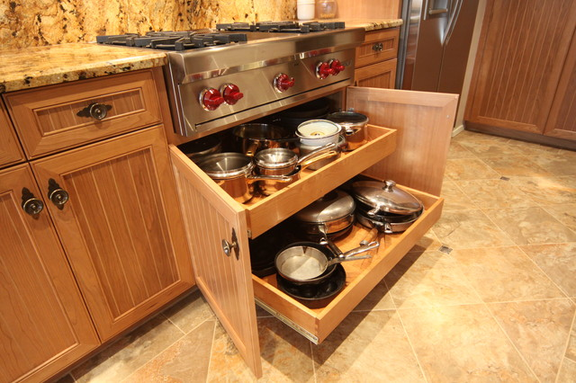 Balboa Island - Cherry Cabinetry traditional-kitchen