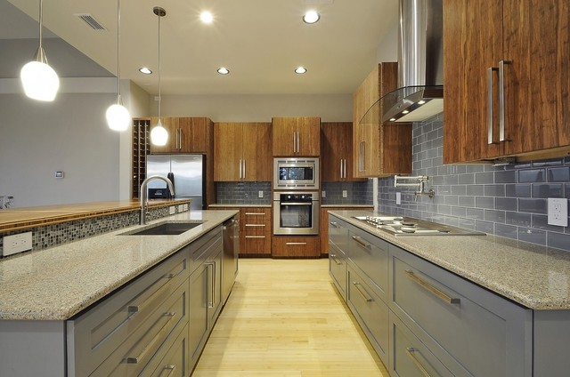 Inspiration For A Contemporary Kitchen Remodel In Austin With An Undermount  Sink, Flat Panel