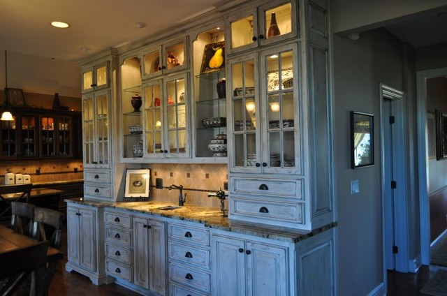 Bar or Wine Cellar traditional-kitchen