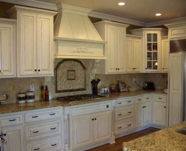 Barber cabinet co traditional kitchen louisville for Kitchen cabinets louisville ky