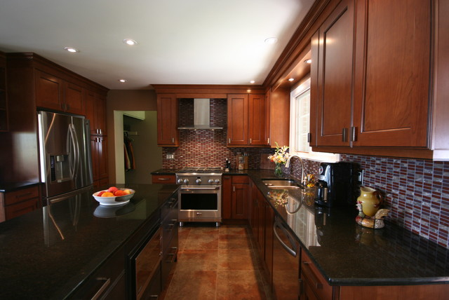 Barlow Cres 2 traditional-kitchen