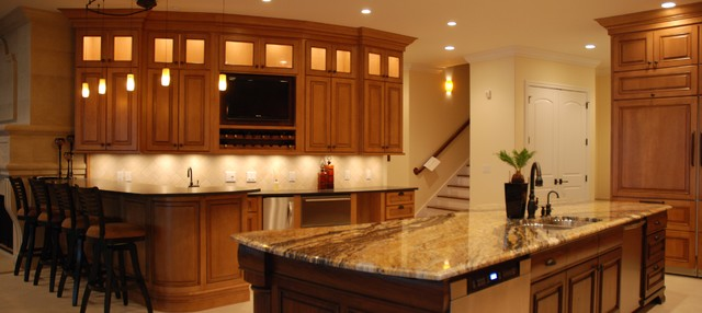BARS & ENTERTAINMENT CENTERS traditional-kitchen