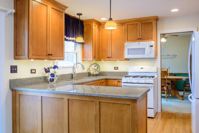 Bartlett kitchen by Interiors 4 U traditional-kitchen