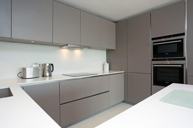 Basalt grey kitchen finish modern kitchen london for Modern white and gray kitchen