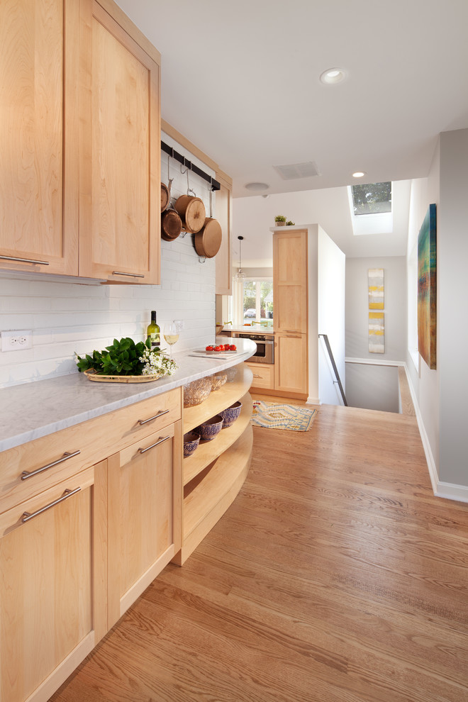 Example of a trendy kitchen design in DC Metro