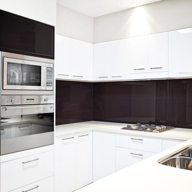 Bathroom and Kitchen Designs: LUSTROLITE contemporary-kitchen